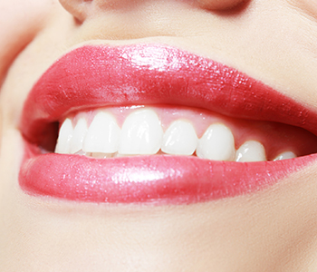 Dr Richard S. Bernstein D.D.S Providing porcelain veneers Treatment